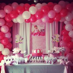 Center table Minnie Mouse pink polka dot