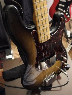 PRECISION BASS FENDER SUNBURST MAPLE