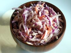 San Francisco Farmer's Market Recipe: Kohlrabi Slaw I did not add the cilantro because I didn't have any on hand. This is a great slaw recipe! A nice way to use an unusual vegetable. Kohlrabi Recipes, Slaw Recipes, Veggie Recipes, Cooking Recipes, Carrot Slaw, Farmers Market Recipes, Vegetarian Cabbage, Spring Salad, Salads