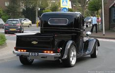 Someone traded in a rare 1959 classic and classic car enthusiasts are fighting to save Old Chevy Pickups, Chevy Stepside, Classic Pickup Trucks, Ford Classic Cars, Chevrolet Trucks, Gmc Trucks, Hot Rod Pickup, Old Wagons, Hot Rod Trucks