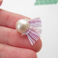 コットンパールをフリンジで縁取りしました!フリンジは刺繍糸とレース糸の2種類で試しています。飾りのビーズを同系色にして、落ち着いた雰囲気にしてみました。...