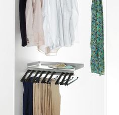 The innovative rack for storing trousers without creasing them Living Room Units, Living Area, Metal Shelves, Dressing Room, Wardrobe Rack, Trousers, Furniture, Design, Home Decor