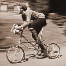 A man dashing on his AM 7 in 1983