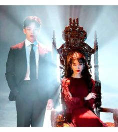 Jang Man-wol (IU) was a warier a long time ago and she killed so many people, hence she lost most beloved one of her. After that she decided to pay for her sins. Korean Drama Movies, Korean Actors, Korean Dramas, Mystery Hotel, Jin Goo, Luna Star, Sweet Style, Korean Beauty, Old Women