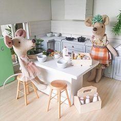 Afternoon tea time!!! I finally got around to stocking a bit of the kitchen so that these little mice don't go hungry. #maileg #mailegmice #dollhouse #dollhousedecor #dollhousereno #miniatures #mailegdollhousereno #miniatureworld #miniature #dollhouseminiatures