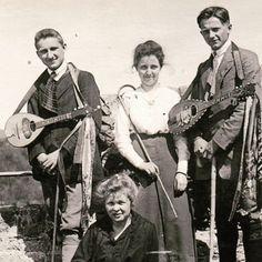 Group with mandolin players #vintage #postcard #ilovemandolin #mandolin