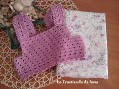 Hola a tod , como estáis Annoo's Crochet World: Bermuda This Pin was discovered by Ide you can find very nice weave models for your baby on our site. Crochet Fabric, Crochet Crafts, Crochet Projects, Knit Crochet, Sewing Projects, Diy Crafts, Boy Crochet Patterns, Baby Patterns, Baby Tulle Dress