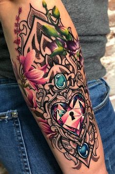 Tatuagens femininas para o antebraço Love Tattoos, Girl Tattoos, Tatoos, P Tattoo, Color Tattoo, Jay Freestyle, Tatuagem New School, Tattoo Convention, Jewel Tattoo