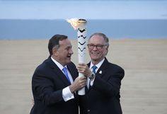 """Rio 2016 recebe chama olímpica em estádio em Atenas: """"Estamos prontos"""" #globoesporte"""