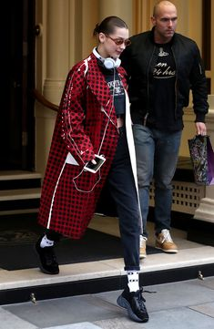 https://www.vogue.com/article/bella-hadid-statement-coat-london-fashion-week-celebrity-street-style?mbid=nl_VogueDaily022018_vogue-daily