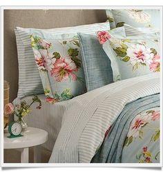 como combinar roupas de cama O PImentiro - Rosenmuster - Bed Decor, Cheap Home Decor, Girl Bedroom Designs, Bed, Bedding Master Bedroom, Duvet Bedding, Bohemian Bedroom Decor, Simple Bed, Bedroom Decor