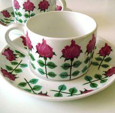 1950s coffee cup Stig Lindberg, Vintage Cups, Vintage Ceramic, Porcelain Ceramics, Ceramic Pottery, Coffee Cups, Tea Cups, Dining Ware, Ceramic Painting