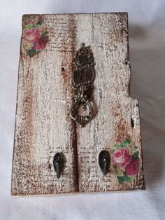 Shabby Chic Home Decor Diy Wood Projects, Wood Crafts, Diy And Crafts, Arts And Crafts, Arte Pallet, Pallet Art, Decoupage Vintage, Home Decor Furniture, Painted Furniture
