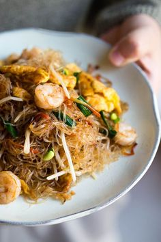 Learn how to prepare a yummy restaurant style homestyle Mai Fun stir fry. Asian Noodle Recipes, Asian Recipes, Healthy Recipes, Ethnic Recipes, Rice Noodle Recipes, Noodle Dish, Asian Cooking, Mets, Ramen