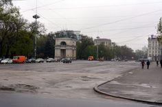 モルドバの首都・キシニョフ中心部。雨のせいか人影がまばらだ=2014年4月12日、坂口裕彦撮影 ▼13Apr2014毎日新聞|ウクライナ隣国:モルドバ大統領、EU加盟目標を維持 http://mainichi.jp/select/news/20140413k0000m030118000c.html #Moldova