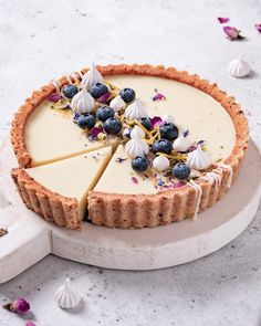 Lemon Custard Pie recipe by Yukiko The Feedfeed Vegan Desserts, Just Desserts, Delicious Desserts, Yummy Food, Healthy Food, Healthy Recipes, Lemon Custard Pie, Lemon Meringue Tart, Lemon Curd