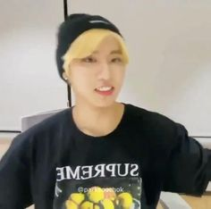 Lee Know Stray Kids, Stray Kids Seungmin, Felix Stray Kids, Funny Kpop Memes, Kid Memes, Savage Kids, Baby Squirrel, Crazy Kids, Kpop Guys