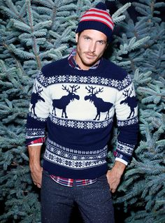 Merry Christmas :) Feliz Navidad ;) Los suéteres navideños están de moda. Combínalos con tus botas Crossover®. #EstiloTriples