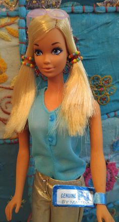 When Malibu PJ was released in 1972 she had a glamorous new look. Her Midge face had been replaced with the very popular Steffie face mold. Barbie Life, Barbie House, Barbie World, Vintage Barbie Dolls, Vintage Toys, Felt Dolls, Doll Toys, Face Mold, Malibu Barbie