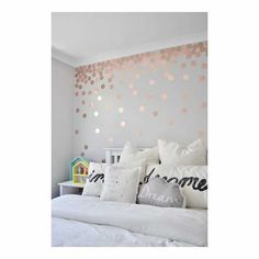 31 Beautiful Rose Gold Bedroom Design To Inspire You - Dlingoo Rose Gold Rooms, Bedroom Ideas Rose Gold, Rose Gold Wall Decor, Rose Wall, Rose Gold Wall Paint, Rose Bedroom, Rose Gold And Grey Bedroom, Rose Gold Bedroom Accessories, Gold Dot Wall