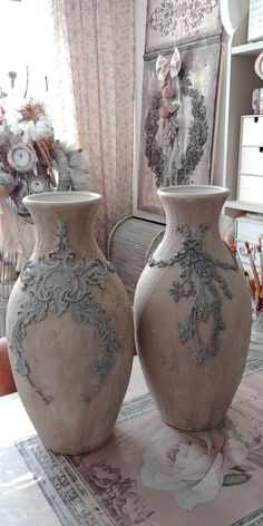 Clay Crafts, Diy And Crafts, Decoupage Jars, Old Glass Bottles, Patina Paint, Craft Station, Iron Orchid Designs, Artist Aesthetic, Clay Vase