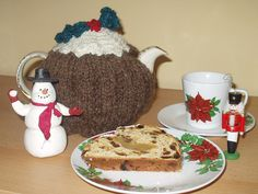 Christmas Pud(ding) Teacosy by Hilary Detmers free knitting pattern on Ravelry at http://www.ravelry.com/patterns/library/christmas-pud-teacosy
