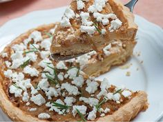 Karamelize soğanlı ve patatesli tart Camembert Cheese, Pizza, Food, Essen, Meals, Yemek, Eten