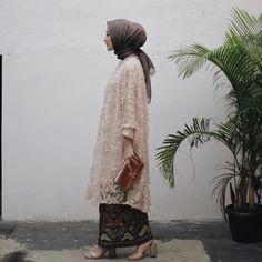 Kondangan day out ✨ wearing my current favorite brand ❤️ I really loooove the details. Kebaya Modern Hijab, Kebaya Hijab, Kebaya Muslim, Kebaya Lace, Batik Kebaya, Kebaya Dress, Dress Brukat, Hijab Dress Party, Hijab Outfit