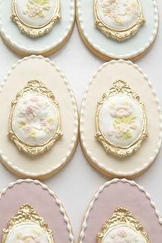 Victorian Cameo Egg Cookies