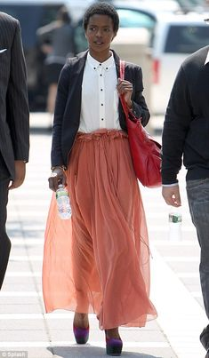 Lauryn Hill! Love that skirt :)