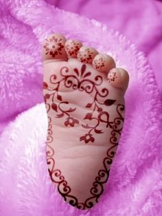 baby mehndi  I love those baby feet.  The toes are screaming for me to kiss, kiss, kiss, kiss, kiss!