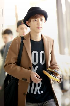 Chanyeol - 131025 Gimpo Airport, departing for Tokyo Credit: My Black Label. (김포공항 출국)