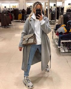 hoodie outfit winter 3 Chic Ways To Style Up The Hoodie Winter Fashion Outfits, Look Fashion, Fall Outfits, Autumn Fashion, Travel Outfits, High Fashion, Outfit Winter, Summer Outfits, Korean Fashion