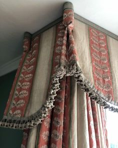 traditional draperies with goblet pleats and tassel trim Modern Curtains, Curtains With Blinds, Swag Curtains, Mini Blinds, Wood Blinds, Window Pelmets, Rideaux Design, Drapery Styles, Woven Wood Shades