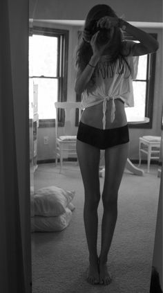 Tumblr girl thigh gap.