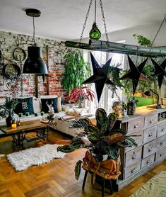 Trendy Tuesday: Interior by In love with everything about this rustic green f Interior Design Kitchen, Interior Design Living Room, Living Room Decor, Bedroom Decor, Style At Home, Up House, Small Room Bedroom, Dream Rooms, Eclectic Decor