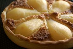 Tarte bourdaloue. Poires pochées et crème d'amandes. La recette par Chef Simon.