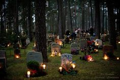 Sweden (halloween) All Saints' Day is a day of dignity and reflection. The custom of lighting candles on family graves is still widely practised, and anyone passing a cemetery in Sweden this weekend is met by some, (Halloween weekend) Samhain Halloween, Halloween Graveyard, Halloween Candles, First Day Of Winter, All Souls Day, All Saints Day, Swedish Christmas, Christmas Ideas, Day Of The Dead