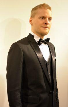 Peak lapel three piece weddin tuxedo! Klassista ja tyylikästä. #smokki #pukeutuminen #muoti #helsinki #tampere #puku #puvut