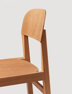 Workshop Chair by Cecilie Manz for danish design company Muuto is a dining chair with focus on detail, design and function.