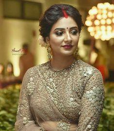 Image may contain: 1 person Bridal Hairstyle Indian Wedding, Indian Bridal Photos, Indian Wedding Bride, Bengali Bridal Makeup, Bridal Hair Buns, Bengali Wedding, Bengali Bride, Bridal Makeup Looks, Indian Bridal Outfits