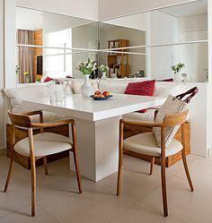 sofás + mesa na parede