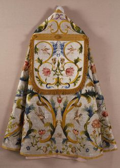 Title: Vestment (plyuvial) Place of creation: Italy Date: Late 17th - Early 18th Century Material: silk (ground), gold, silver and silk threads Inventory Number: Т-8470
