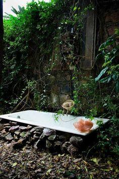 Outdoor bath Urban Gardens/Mr. Steam Spa Sanctuary