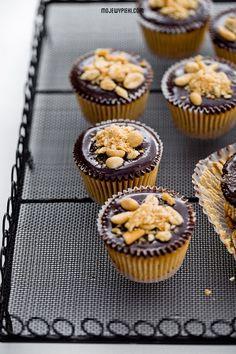 Mini serniczki Reese & # s Cap Cake, Cheat Meal, Polish Recipes, Trifle, Mini Cupcakes, Cooking Recipes, Sweets, Meals, Cookies