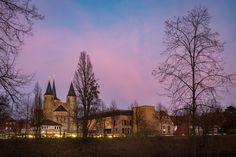 Hier noch ein nachträgliches Abendrot von letzter Woche. Dieses Foto wollte ich euch nicht unterschlagen. . . . . . . .  #omd #em1 #olympus #olympusomd  #instagood #impression #olympuscamera #hildesheim #bestofhildesheim #urban #stadt #blauestunde #colors #blue #green #red #horizon #trees #skyline #hike #travel #horizon #sky #skyline #skylovers #nightfall #germany #niedersachsen #lowersaxony @bestofhildesheim