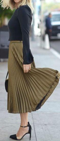 Black & Olive Pleated Midi-skirt.