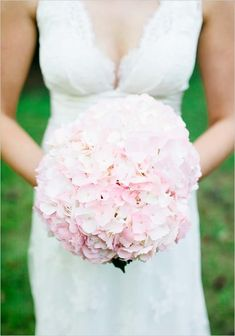 {Things I Love Thursday} Hydrangea Bouquets || Pretty Pear Bride