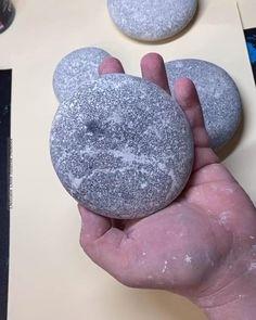 Pin on Videos Stone Art Painting, Dot Art Painting, Pebble Painting, Pebble Art, Mandala Painted Rocks, Mandala Rocks, Hand Painted Rocks, Rock Painting Patterns, Rock Painting Designs
