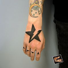 Nautical and shooting star tattoos for men and women for on the wrist, chest, face, shoulder or hand. Beautiful small and unique star tattoos pitures. Hand Palm Tattoos, Star Tattoo On Hand, Black Star Tattoo, Star Tattoos For Men, Tattoos For Guys, Tatto Design, Shiva Tattoo Design, Star Tattoo Designs, Forearm Tattoo Design